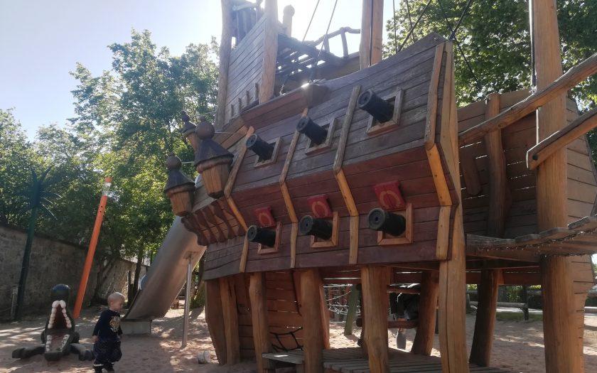 Piratenspielplatz Langenzenn, Wasserspielplatz in Mittelfranken, Besonderer Spielplatz, Ausflug für Familien im Sommer