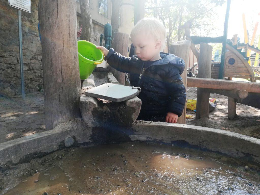 Piratenspielplatz Langenzenn, Wasserspielplatz in Mittelfranken, Besonderer Spielplatz, Ausflug für Familien im Sommer, Wasserspielplatz